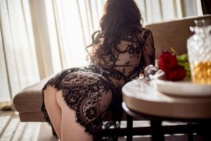 Ibtisem escort girl in Hollywood