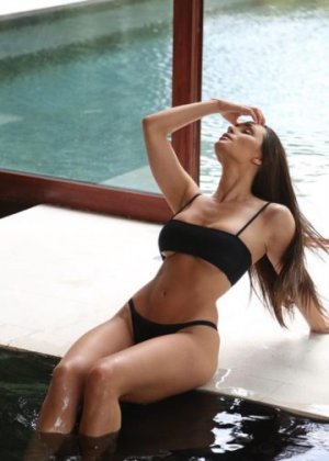 Cheymaa escort girl in Damascus OR